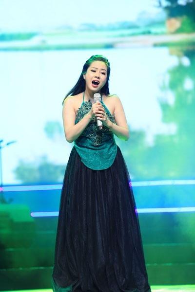 Nguyễn Huyền đoạt đồng giải Nhì. Cô thể hiện ca khúc do mình tự sáng tác Cô bán hoa và ca khúc Chị tôi của Trần Tiến.