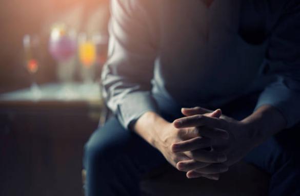 Bí mật cất giấu từ 10 năm trước của vợ bộc lộ trong lúc say khiến chồng ngã ngửa - 1