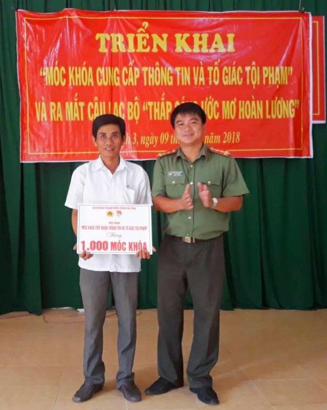 Triển khai móc khóa an ninh của tuổi trẻ công an huyện Cù Lao Dung.