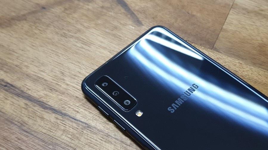Galaxy A7 - smartphone 3 camera đầu tiên của Samsung xuất hiện tại Việt Nam - Ảnh 10.