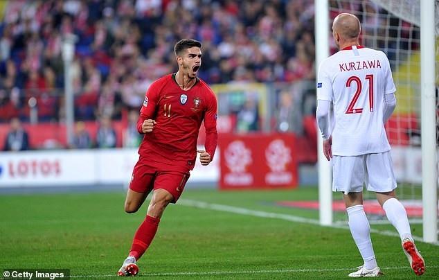 Bồ Đào Nha vượt qua Ba Lan trong cơn mưa bàn thắng - 1