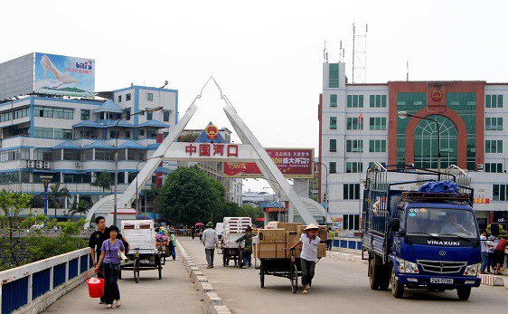 Hàng Trung Quốc bắt đầu tăng cường vào Việt Nam thời điểm cuối năm và giữa lúc Mỹ đánh thuế nhiều mặt hàng nước này.