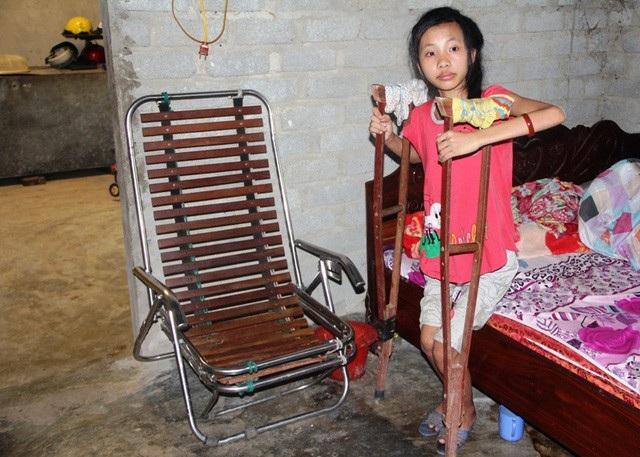 Nhưng Linh buộc phải nghỉ học vì chân không thể đi lại được.