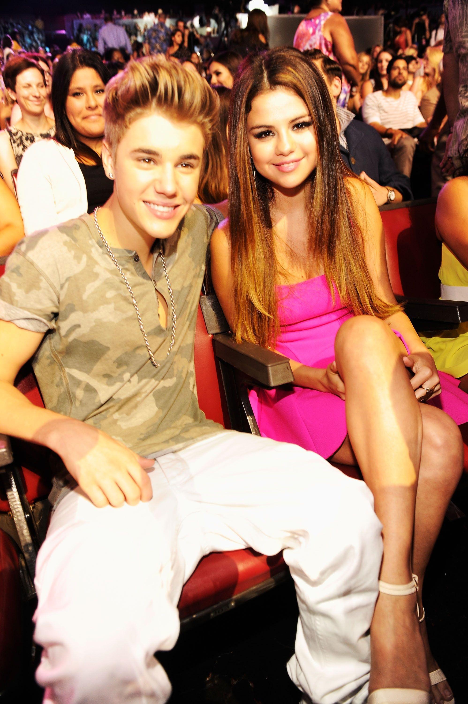 Selena Gomez nhập viện điều trị tâm lý, Justin Bieber ôm mặt khóc - Ảnh 2.
