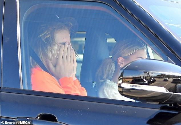 Selena Gomez nhập viện điều trị tâm lý, Justin Bieber ôm mặt khóc - Ảnh 8.