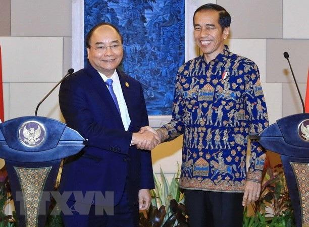Thủ tướng Nguyễn Xuân Phúc và Tổng thống Indonesia Joko Widodo sáng 12/10 (ảnh: TTXVN)
