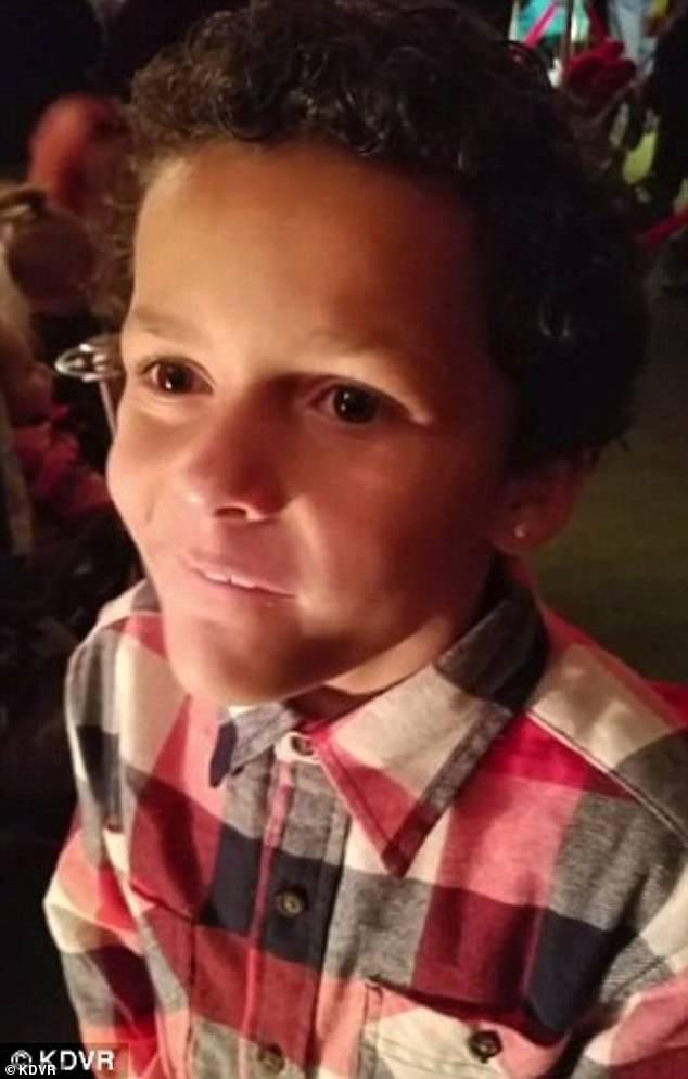 Sandoval quyết định làm vậy sau khi câu chuyện về cậu bé 9 tuổi Jamel Myles tự tử hồi tháng 8 được truyền thông đưa tin. Nguyên nhân là bởi cậu bé đã bị các bạn bè của mình bắt nạt vì xu hướng giới tính của cậu.