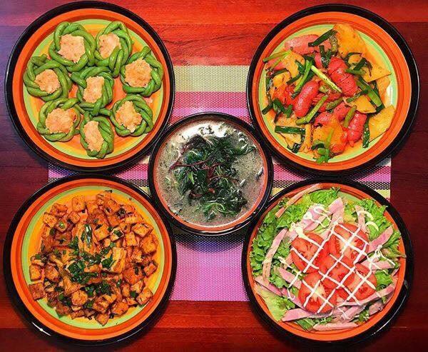 """Chị Tâm cho biết để có bữa ăn ngon cần lựa chọn thực phẩm tin tưởng, tươi ngon và nấu ăn bằng sự đam mê. """"Tôi luôn thích chinh phục các món ăn và luôn học hỏi, rút kinh nghiệm để cách nấu đơn giản, ngắn gọn, đủ chất nhưng ngon miệng. Bản thân tôi yêu thích nấu ăn nên không nề hà việc vào bếp. Với tôi, việc nấu bữa cơm cho những người thân yêu trong gia đình là hạnh phúc"""", chị Tâm chia sẻ."""