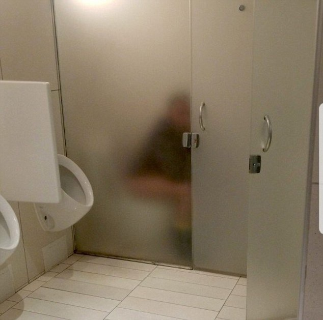 Khi nhà vệ sinh không còn là chốn riêng tư nữa