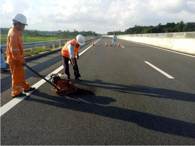 Liên quan đến sự cố hư hỏng mặt đường cao tốc Đà Nẵng - Quảng Ngãi, Bộ GTVT đã 2 lần phê bình nghiêm khắc đối với Chủ tịch và Tổng Giám đốc VEC, yêu cầu chịu trách nhiệm trước Bộ GTVT