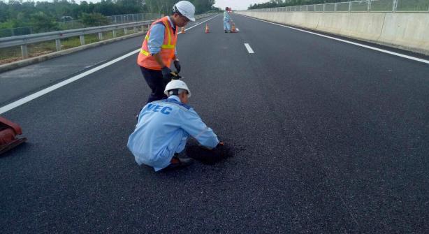 Cao tốc Đà Nẵng - Quảng Ngãi mới thông xe nhưng đã xuất hiện nhiều vấn đề về chất lượng công trình
