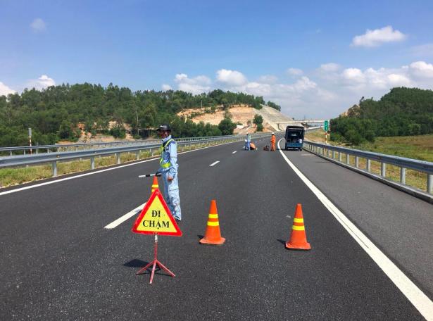 Đoạn tuyến Đà Nẵng - Tam Kỳ thuộc cao tốc Đà Nẵng - Quảng Ngãi bị hư hỏng nặng