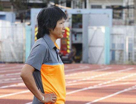 HLV Đoàn Thị Kim Chi (đội nữ TPHCM) xin lỗi người hâm mộ sau màn loạn đả trên sân Thống Nhất