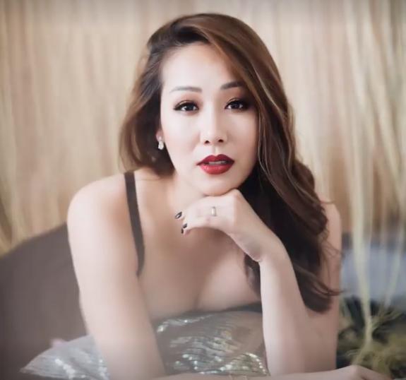 Hoa hậu Ngô Phương Lan bất ngờ tiết lộ bị chèn dây thần kinh nằm liệt giường. Người đẹp bị cơn đau triền miên hành hạ nằm liệt giường suốt 3 ngày.