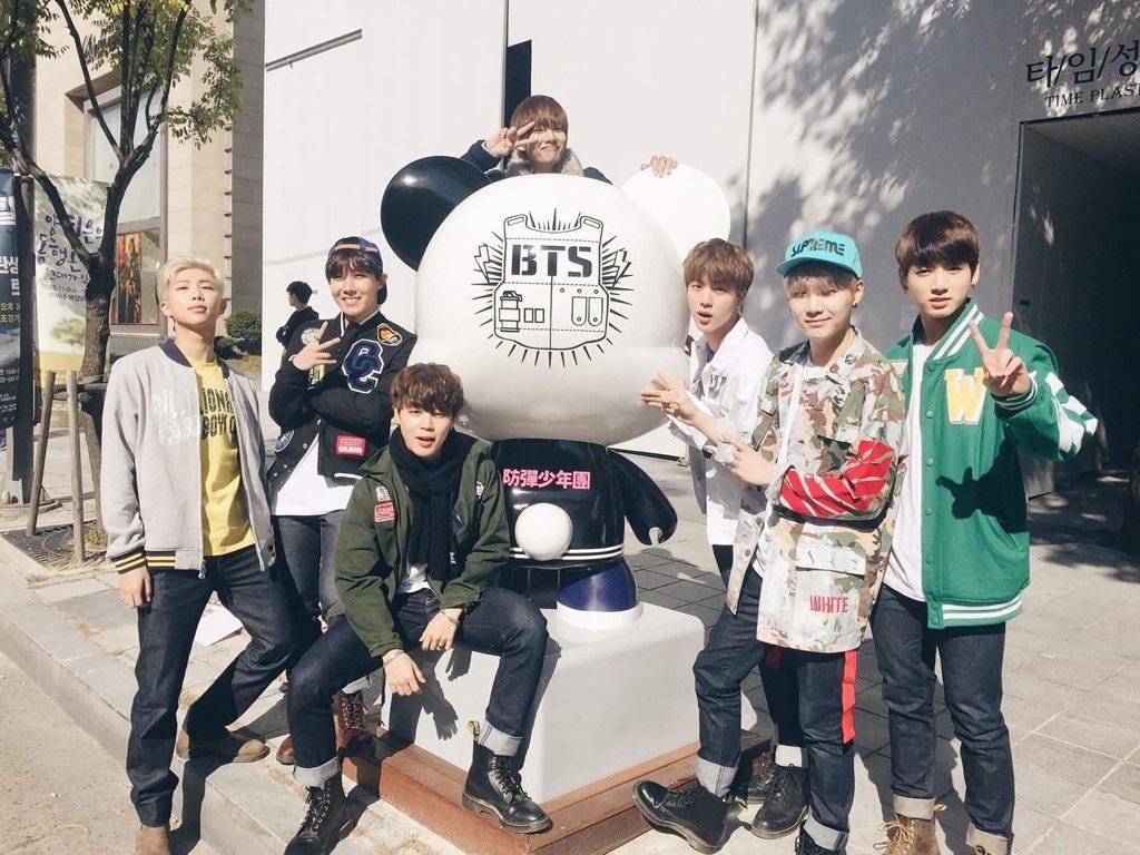 Chân dung những chàng hoàng tử quyền lực chưa từng thấy của K-pop - Ảnh 2.
