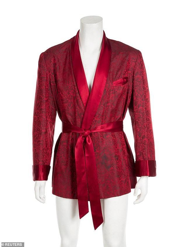 Chiếc áo sẽ được đem ra đấu giá vào cuối tháng 11 này với mức giá ước tính chỉ từ 3.000-5.000 USD (tương đương từ 70-116 triệu đồng).