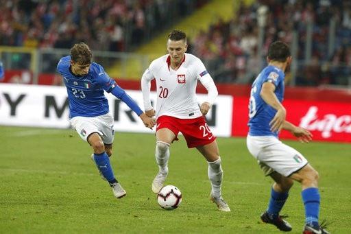 Ba Lan (áo trắng) đã bị rớt hạng ở League A