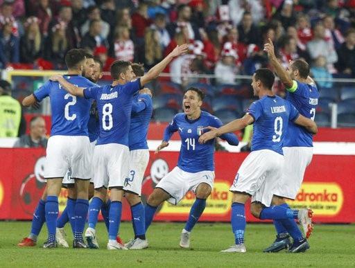 Italia vỡ òa sau bàn thắng vàng của Biraghi