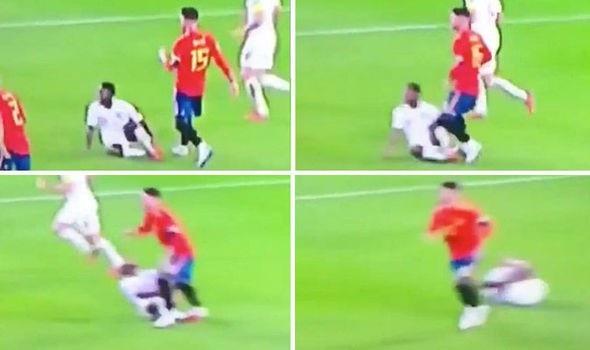Sergio Ramos bị phát hiện chơi xấu với Sterling