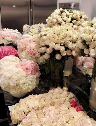 Kylie thường xuyên khoe hoa và quà bạn trai tặng trên trang cá nhân