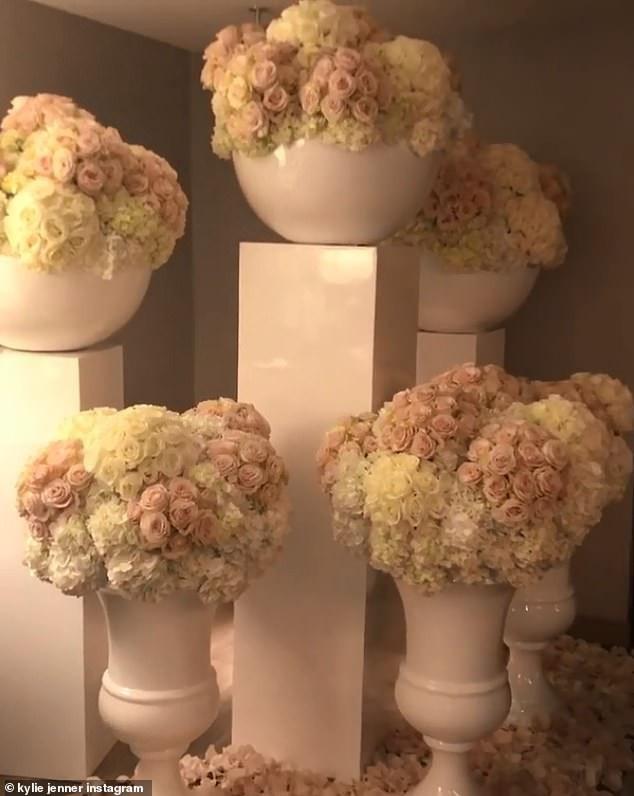 Travis Scott phủ hoa kín biệt thự của bạn gái