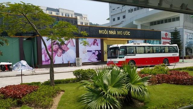Một trong những cửa hàng chỉ bán cho người Trung Quốc, nơi được coi là nguồn nuôi dưỡng tour 0 đồng tại TP Hạ Long. Ảnh: An Nhiên