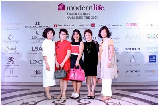 Sự kiện Modern Life Exhibition được tổ chức giới hạn với khoảng gần 300 khách mời thuộc tầng lớp thượng lưu.
