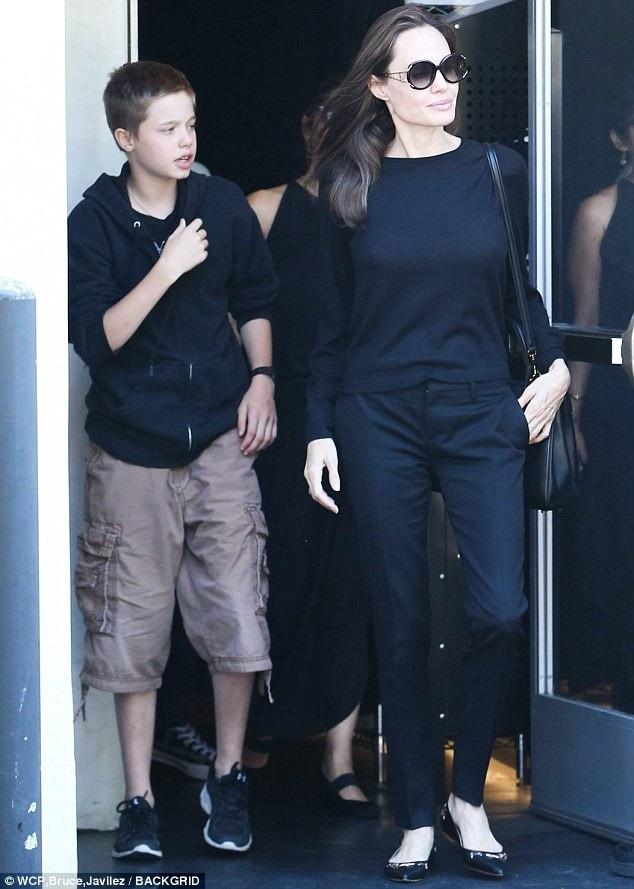Angelina Jolie tranh thủ mọi thời gian rảnh rỗi để ở bên các con