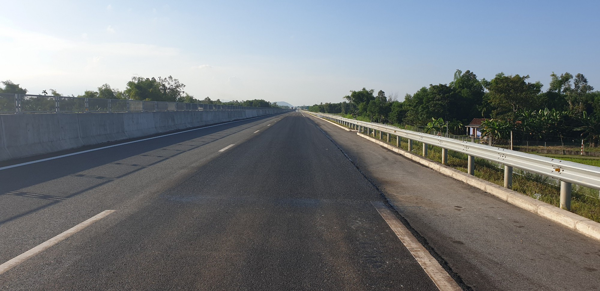 Cho phép thu phí trở lại trên cao tốc Đà Nẵng - Quảng Ngãi - Ảnh 1.