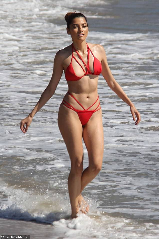Blanca Blanco khoe dáng gợi cảm trên bãi biển Malibu ngày 17/10 vừa qua