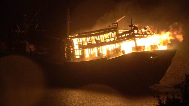 Lực lượng chức năng đang điều tra, làm rõ nguyên nhân vụ nổ tàu cá làm 1 ngư dân tử vong, 13 ngư dân khác bị thương (Ảnh minh họa)