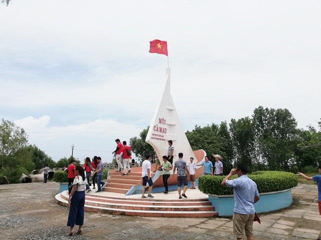 Mũi Cà Mau ở huyện Ngọc Hiển. Theo Chủ tịch Hiệp hội Du lịch tỉnh Sóc Trăng, cần mở tour du lịch riêng cho bán đảo Cà Mau ở 3 tỉnh Sóc Trăng, Bạc Liêu và Cà Mau.