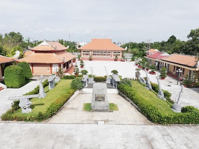 Trung tâm Bạc Liêu với những điểm du lịch đặc trưng như Khu nhà Công tử Bạc Liêu, Khu lưu niệm Nghệ thuật Đờn ca tài tử và nhạc sĩ Cao Văn Lầu...