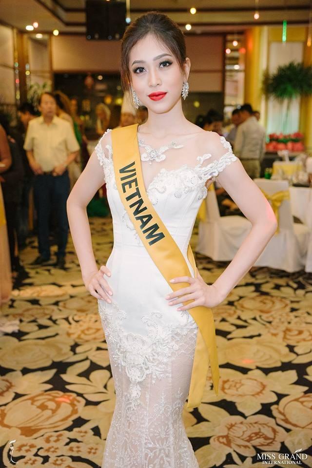 Bùi Phương Nga diện đầm dạ hội trong tiệc tối của ban tổ chức cuộc thi Hoa hậu hòa bình thế giới 2018, tối 18/10.