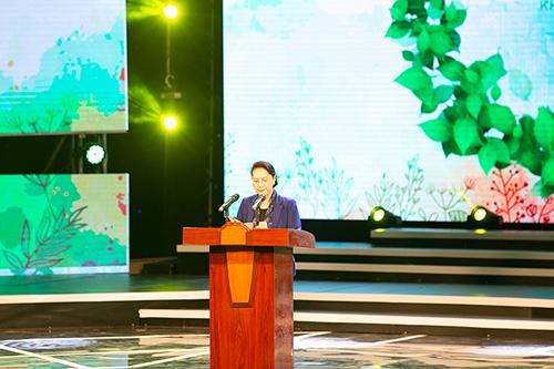Chủ tịch Quốc hội Nguyễn Thị Kim Ngân kêu gọi cả nước hưởng ứng chung tay vì người nghèo.