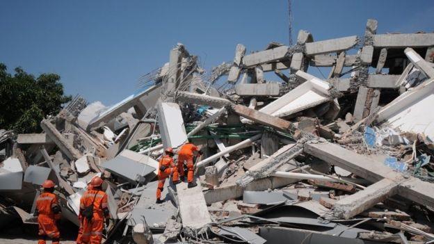 Khung cảnh đổ nát, hoang tàn tại Sulawesi, Indonesia sau thảm họa tự nhiên kép (Ảnh: Reuters)