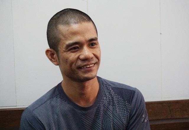 Đối tượng Lê Ngọc Sơn tại cơ quan cảnh sát điều tra Công an TP Vinh sáng 2/10.