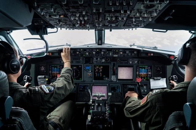 Các phi công Mỹ điều khiển máy bay P-8A Poseidon tuần tra trên Biển Đông trong tháng 9 (Ảnh: New York Times)