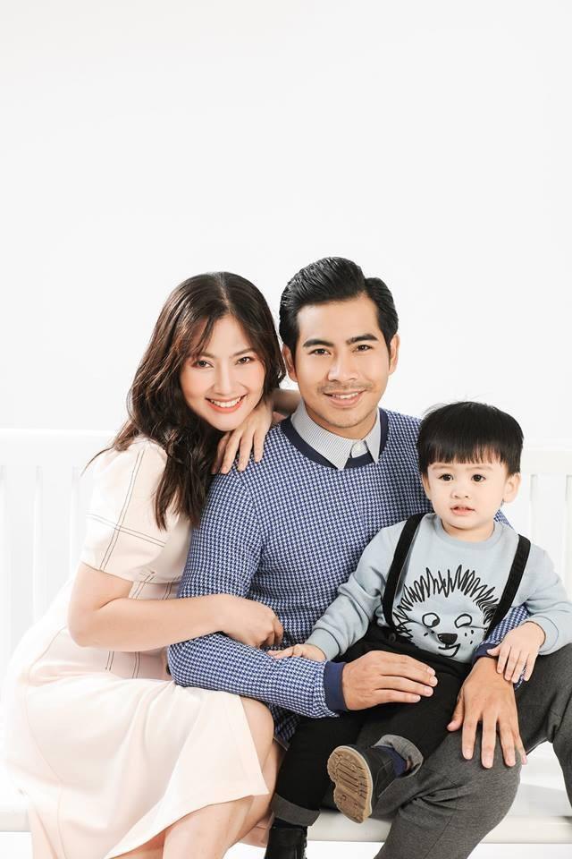Ngọc nữ phim truyền hình đang có cuộc sống hạnh phúc với người chồng cùng nghề và một cậu con trai kháu khỉnh.