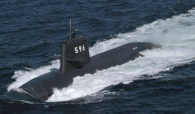 Tàu ngầm Kuroshio của lực lượng phòng vệ hàng hải Nhật Bản lần đầu tập trận trên Biển Đông. (Ảnh: Kyodo)