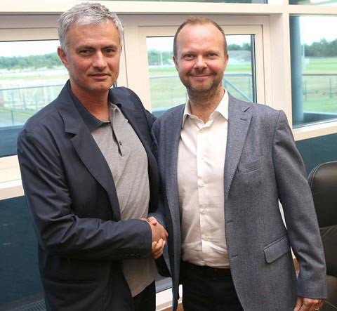 Phó chủ tịch Woodward cần hỗ trợ HLV Mourinho cho đến hết mùa giải