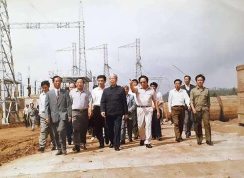 Lần gặp bác Đỗ Mười khiến ông Trần Viết Ngãi ấn tượng nhất chính là vào năm 1993 khi ông Ngãi đang chỉ huy tại công trường xây dựng đường dây 500kV Bắc - Nam (Ảnh: TVN)