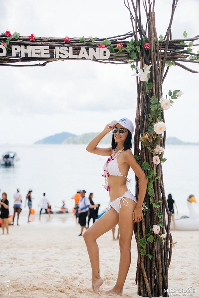 Ngắm mỹ nhân Hoa hậu Hòa bình thế giới 2018 khoe dáng với áo tắm - 33