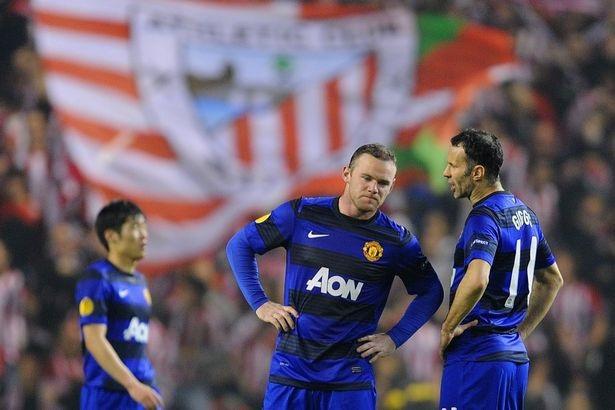 Rooney (trái) và Giggs là hai trong số những cầu thủ kiểm soát phòng thay đồ Man Utd