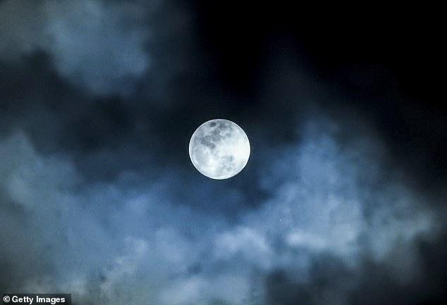 Trung Quốc sẽ chiếu sáng đất nước bằng mặt trăng nhân tạo vào năm 2020 - 2