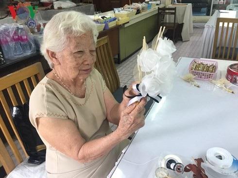 Người cao tuổi Thái Lan vẫn có thể làm ra tiền trong trại dưỡng lão - 4