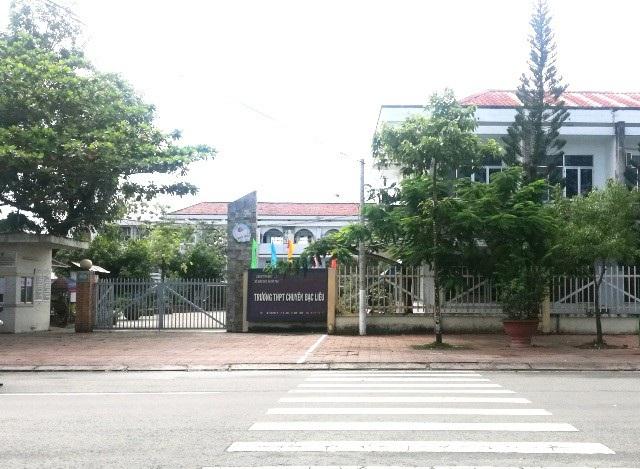 Trường THPT Chuyên Bạc Liêu (TP Bạc Liêu, tỉnh Bạc Liêu), nơi xảy ra vụ việc.
