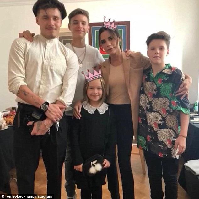 Victoria Beckham bên các con