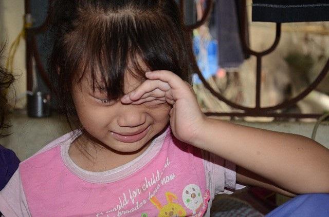 Đứa con lớn Nguyễn Ngọc Diệp (6 tuổi), lại mới phát hiện bị đau dạ dày và có dấu hiệu dậy thì sớm, phải chữa trị ngay.