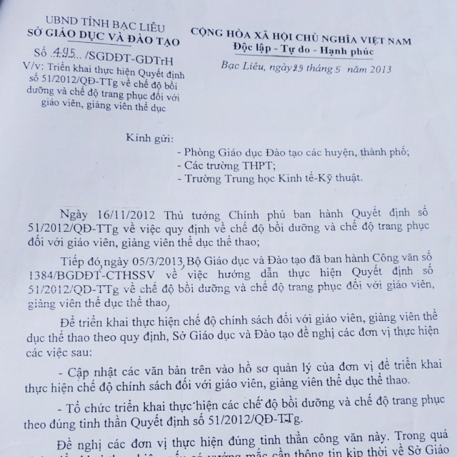 Bà Nguyễn Thị Hoa bị tố đã làm trái quy định của Thủ tướng Chính phủ, Bộ GD&ĐT và Sở GD&ĐT.